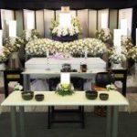 昔ながらの花祭壇