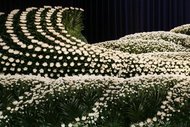 花祭壇で見送られた芸能人たち
