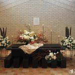 白色を基調とする花祭壇のまとめ