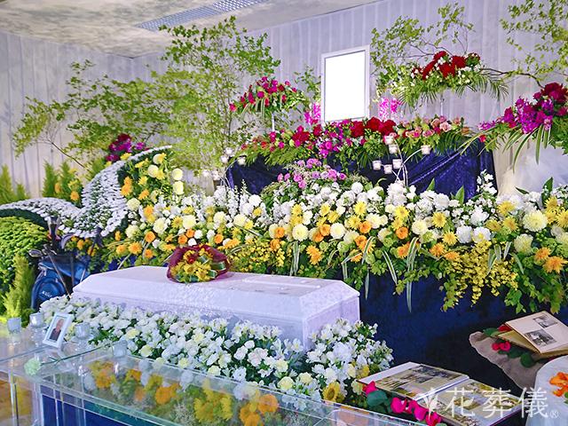 菊を使った祭壇