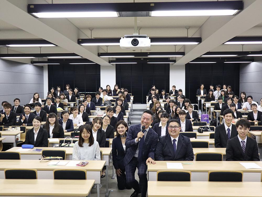 明海大学での講演集合写真