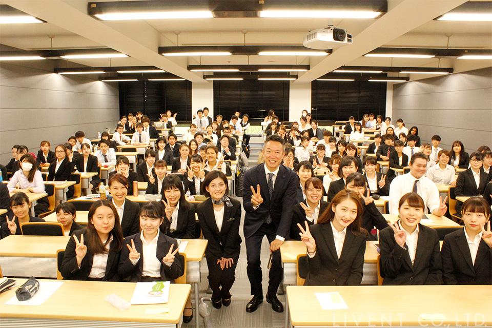 明海大学のメンバーと記念写真