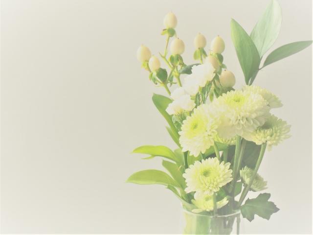 家族葬の弔電、供花は辞退すべき?