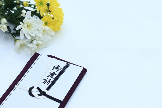 家族葬で会社からの香典は受け取るべき?辞退するべき?