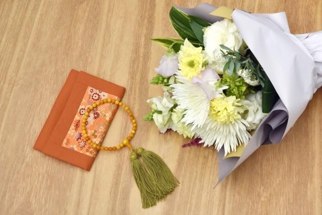 家族葬に供花は贈るべき?マナーや注意点をを紹介